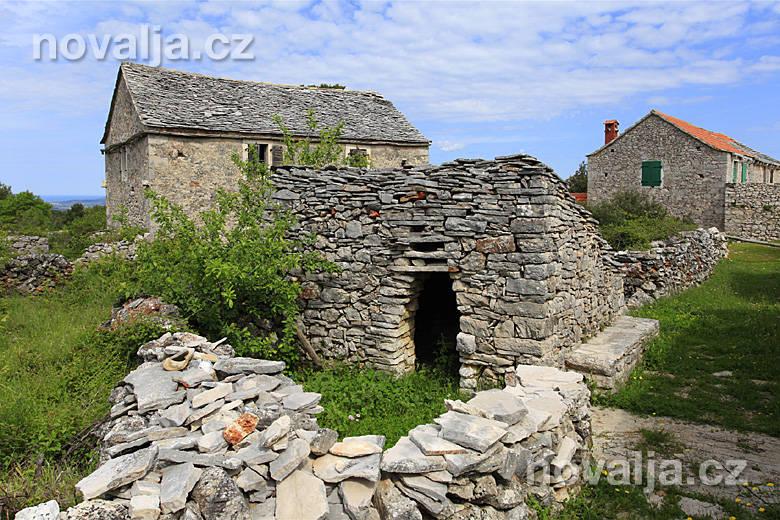 Kamenné domy na Hvare