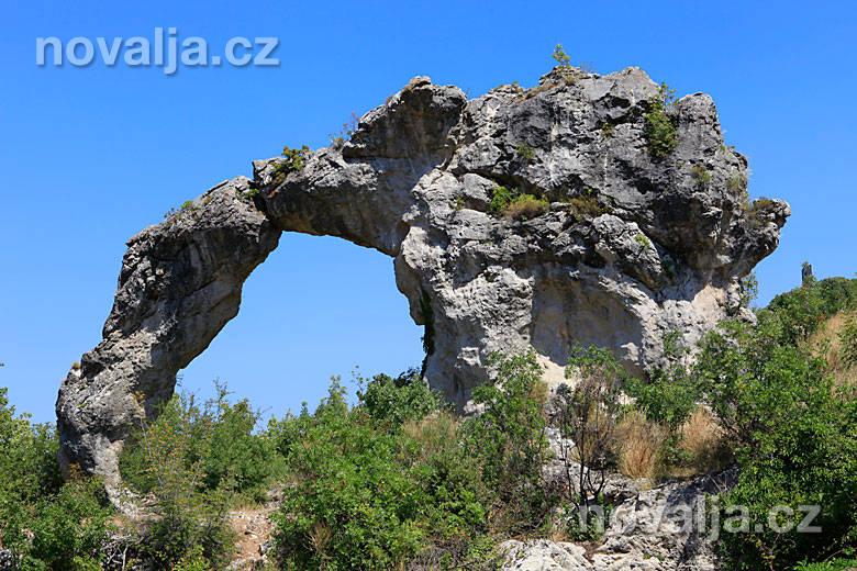 Kamenný oblúk Koloč -ostrov Brač